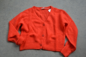 CARDIGAN 3 BOUTONS BRIGHT RED  logo